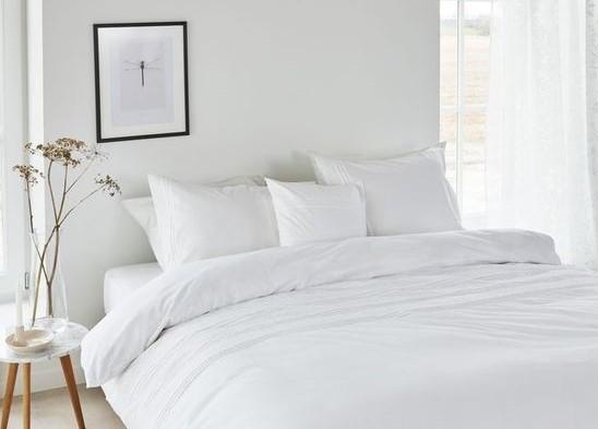 Cama de Hotel: por que escolher um travesseiro de plumas?