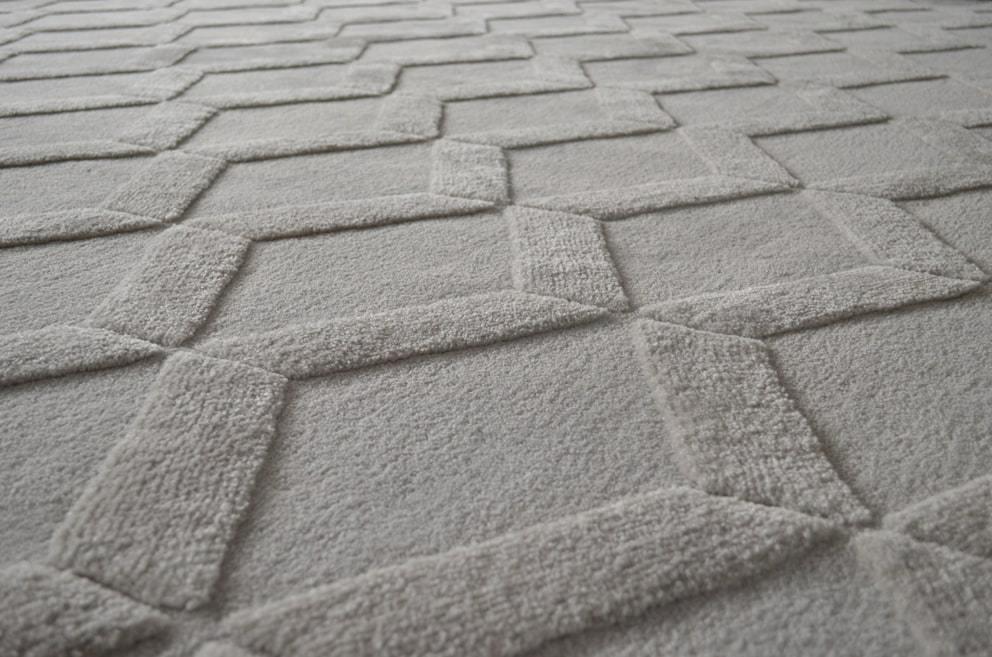 Conheça o Econyl e a produção de tapetes artesanais sustentáveis