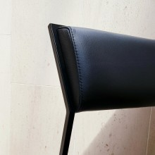 Cadeira Velvet, Assento Couro Natural Design Tiago Curioni