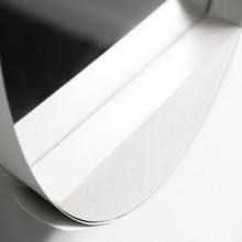 Espelho Loop com Moldura em aço com pintura eletrostática e base em concreto