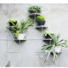 Módulo Jardim em aço com pintura eletrostática branca e base de concreto | Estúdio Parrado